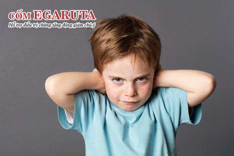 Trẻ 3 tuổi bắt đầu thể hiện sự nghịch ngợm, đôi khi khó bảo, không nghe lời